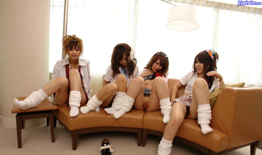 ThumbNow Japanese Babe Four Pussy AKB48風の美少女 Erotic Photo 6!