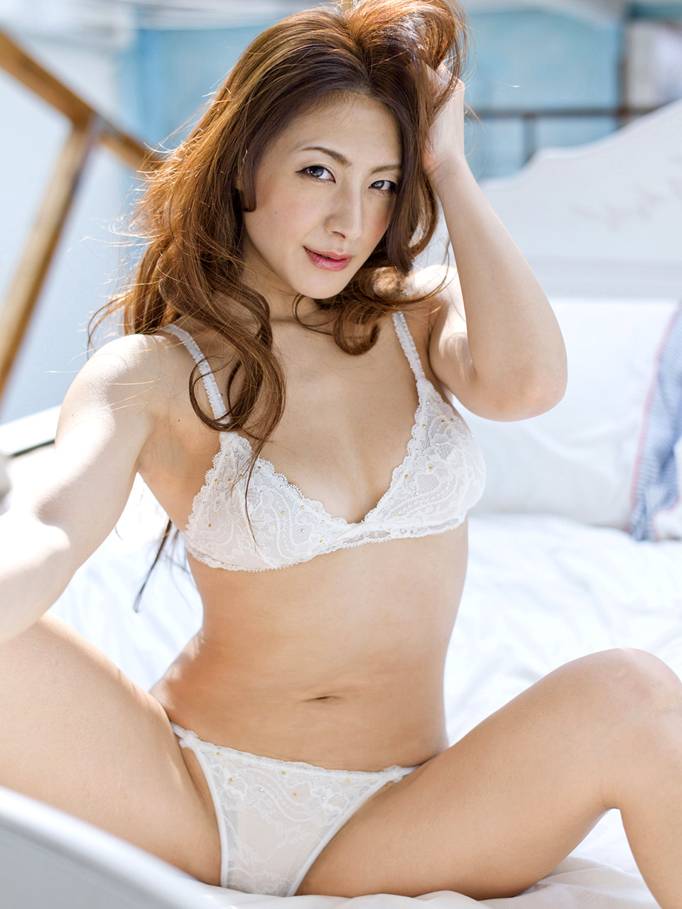 Hot japanese babe yumi sucking on a cock 5