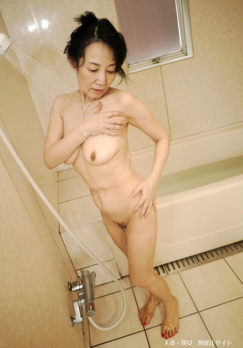 Mature japanese babe syoko takaoka gets her pussy pleasured 9