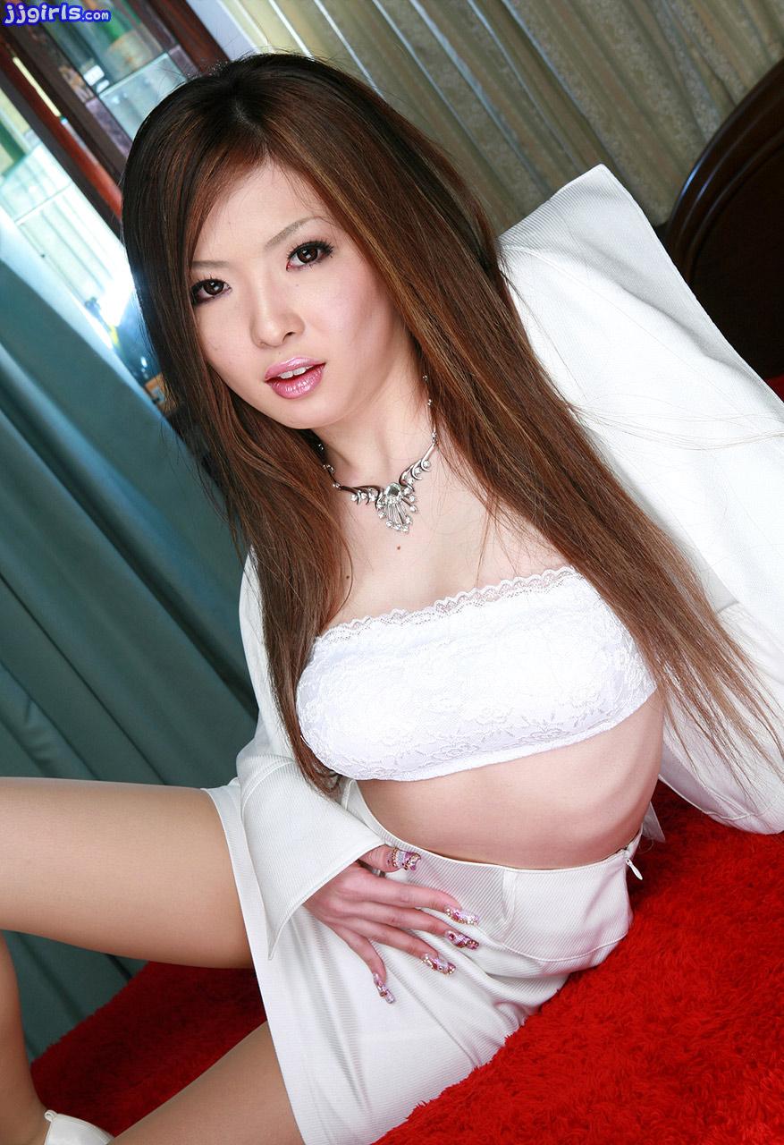 yumi escort hot