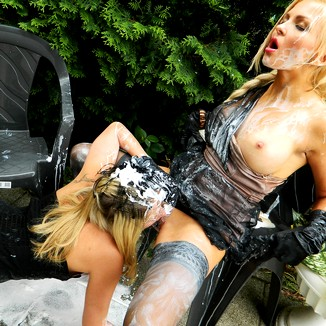 Blonde Squirting