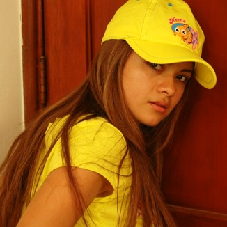 Lazonamodelos Bella Yellowshirt