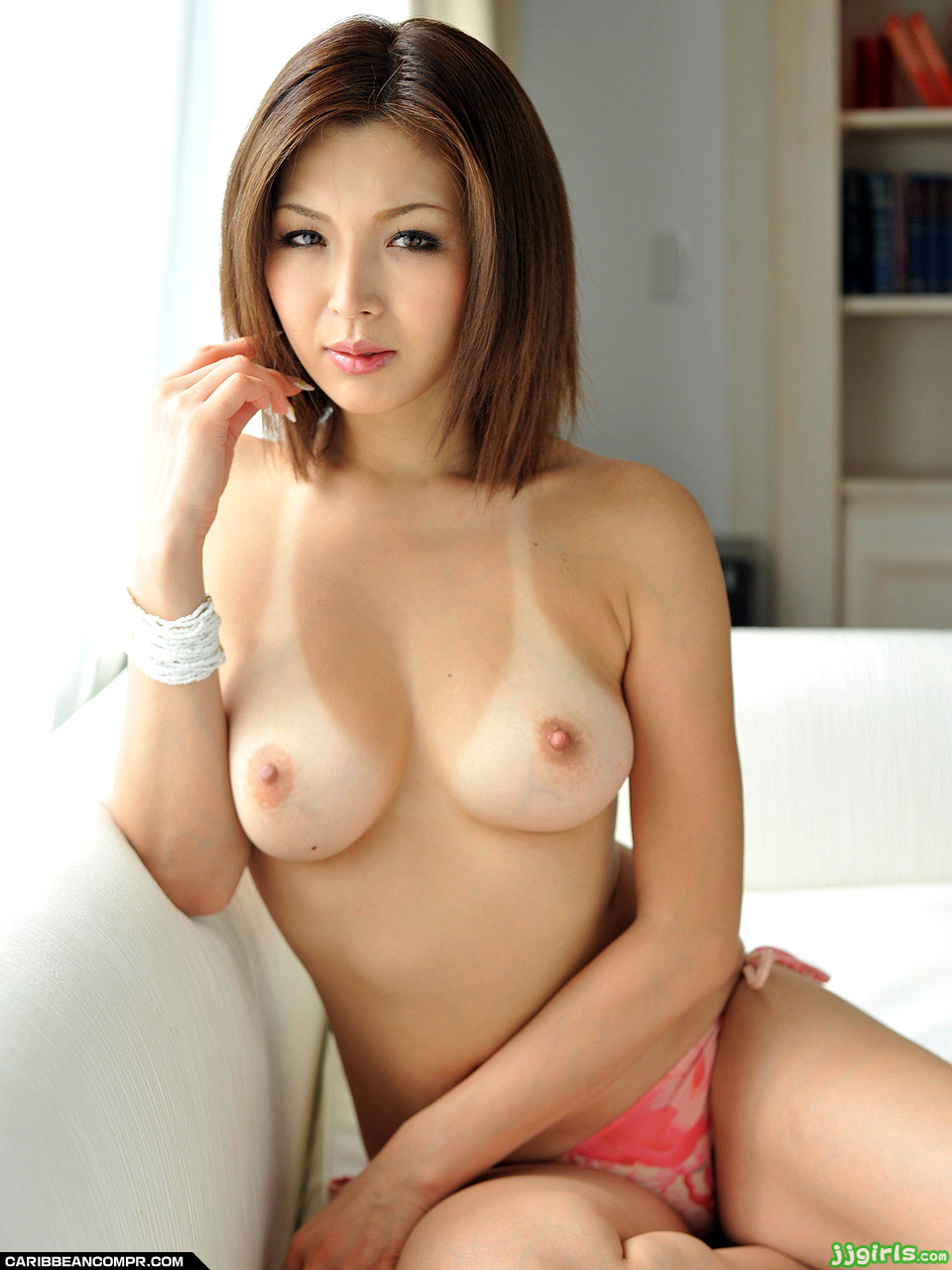【素人エロ動画】スカートたくし上げておまんこ擦っちゃうの~~~~~