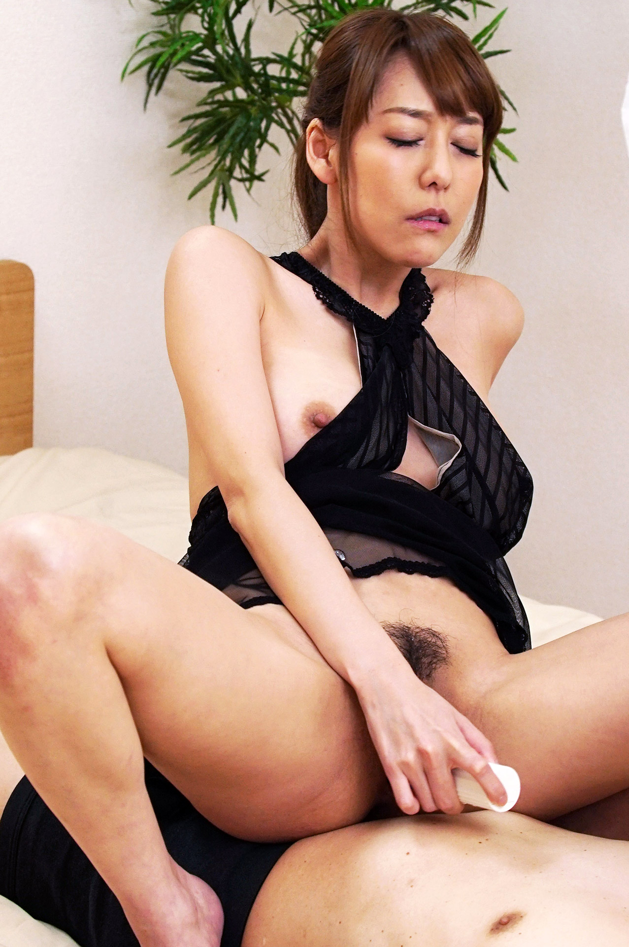 Squirting lover asagiri akari wants to make date with you 8